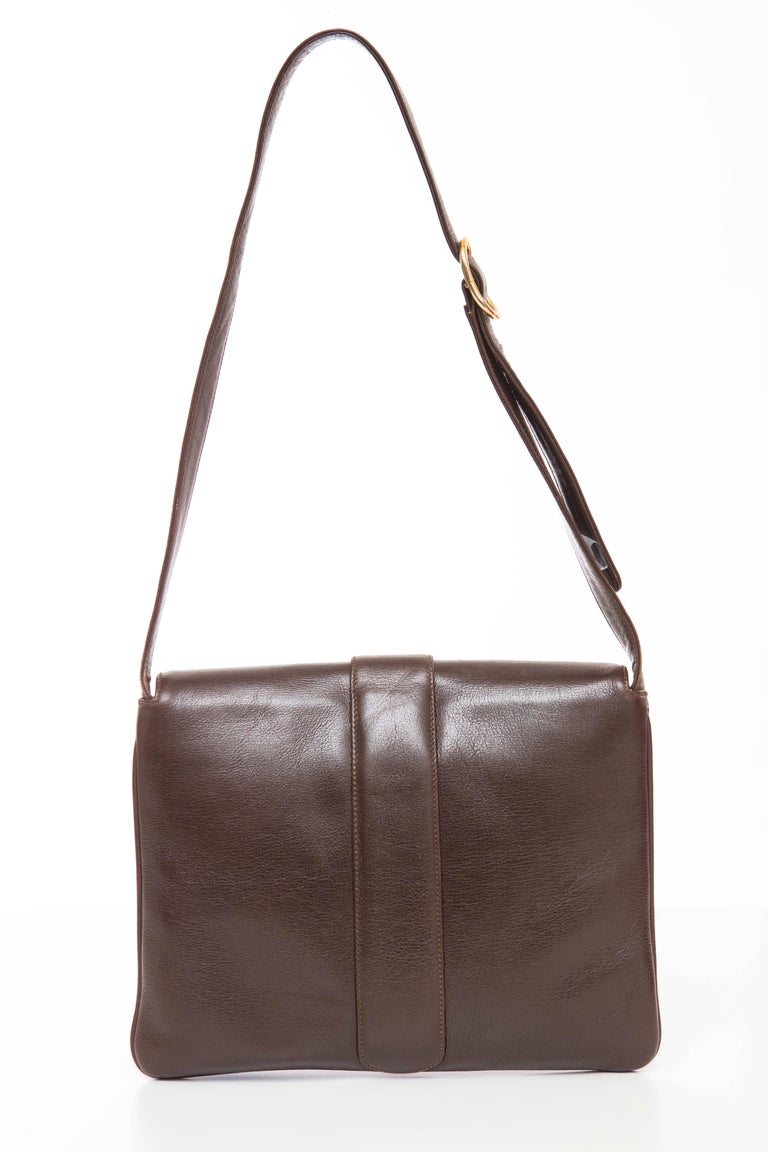Black Gucci Brown Leather Shoulder Bag With Adjustable Strap, Circa 1970's For Sale