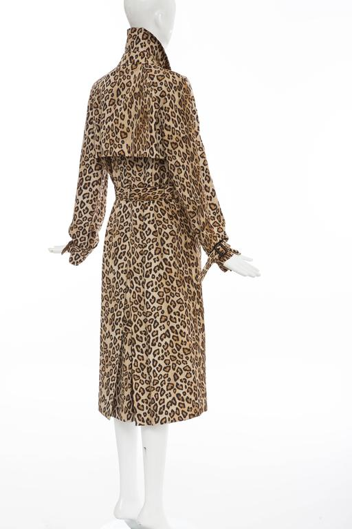Alexander McQueen Silk Leopard Print Trench Coat, Autumn-Winter 2005 For Sale 2