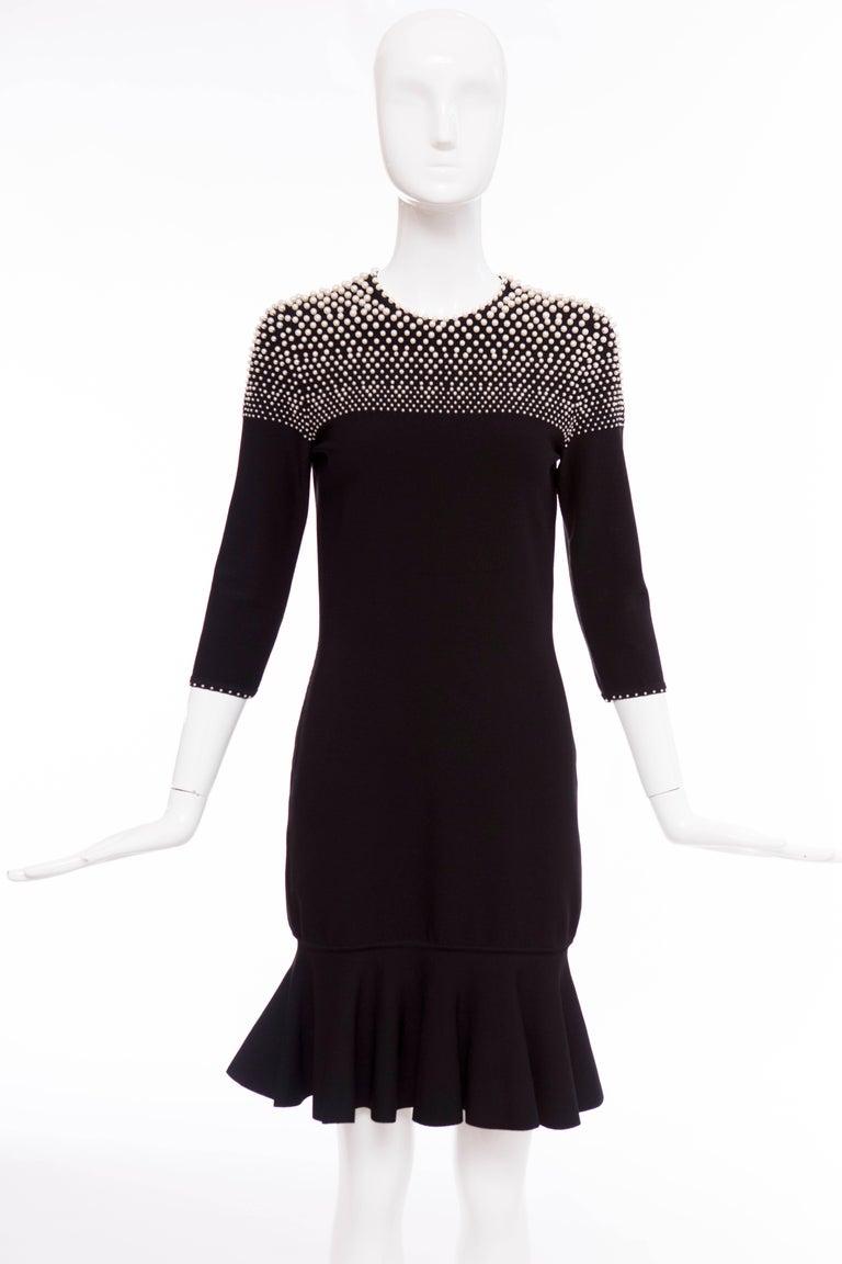 Alexander McQueen Black Knit Dress With Pearl Neckline, Autumn - Winter 2013 In Excellent Condition For Sale In Cincinnati, OH