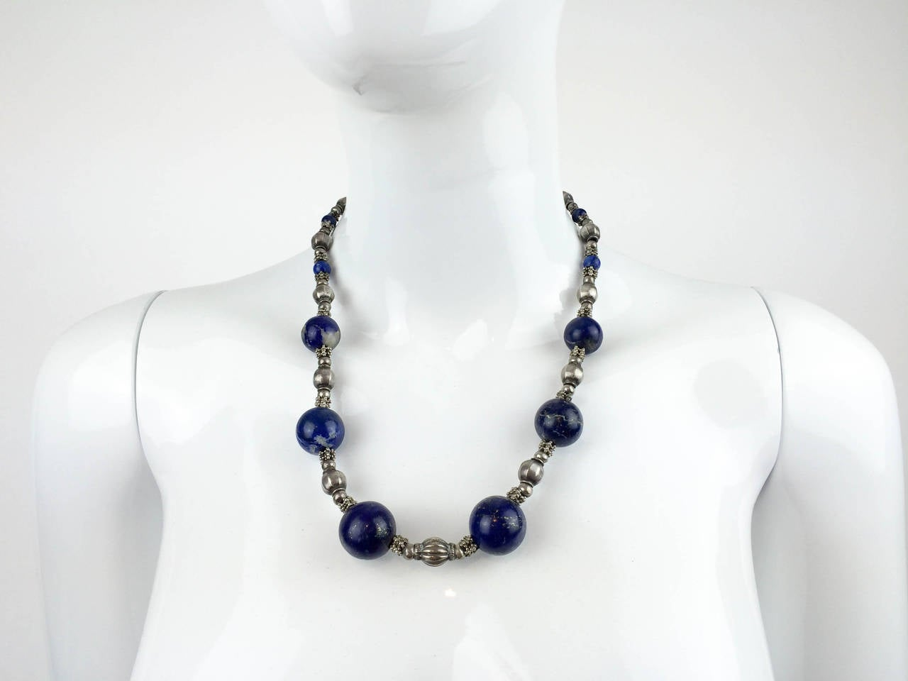 Silver and Lapis Lazuli Necklace - 1970s In Excellent Condition For Sale In London, Chelsea