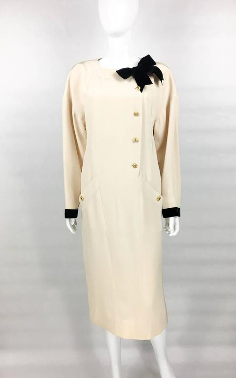 White Chanel Champagne Silk Dress With Black Velvet Cuffs and Bow - 1980s For Sale