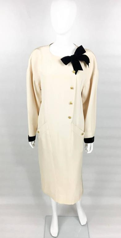 Chanel Champagne Silk Dress With Black Velvet Cuffs and Bow - 1980s In Excellent Condition For Sale In London, Chelsea