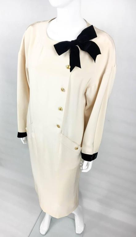 Women's Chanel Champagne Silk Dress With Black Velvet Cuffs and Bow - 1980s For Sale