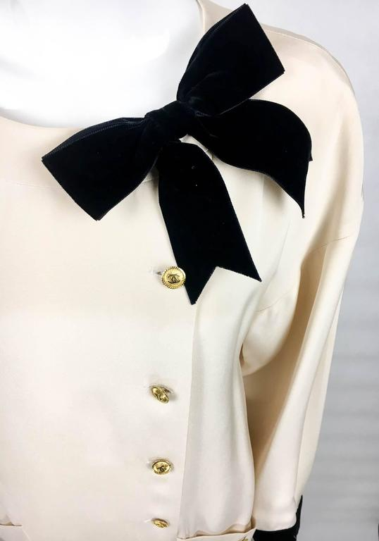 Chanel Champagne Silk Dress With Black Velvet Cuffs and Bow - 1980s For Sale 3