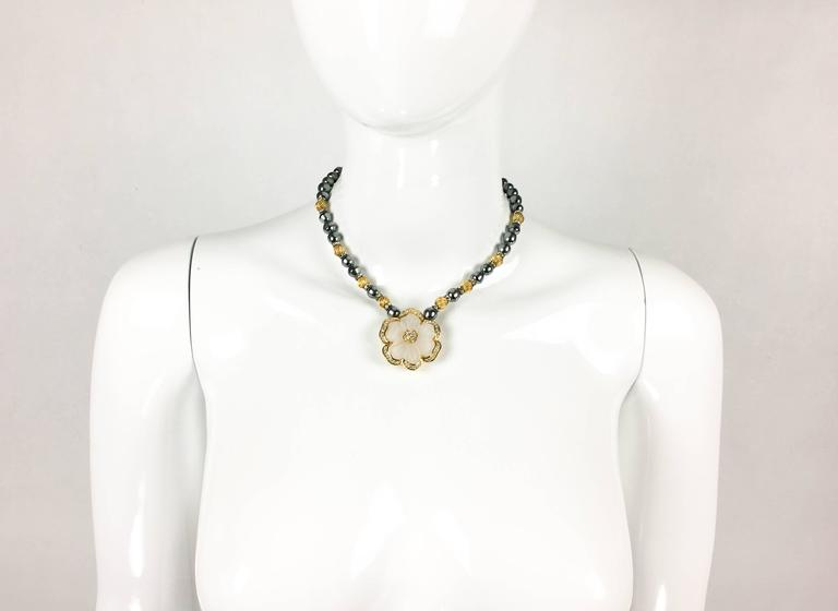 Dior Faux Pearls and Diamanté Flower Necklace - 1990's In Excellent Condition For Sale In London, Chelsea