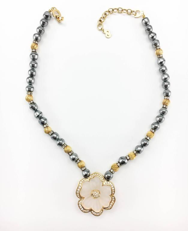 Dior Faux Pearls and Diamanté Flower Necklace - 1990's For Sale 1