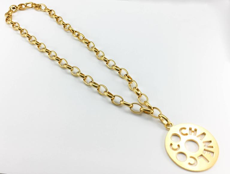 Chanel Chunky Gold-Tone 'Coco Chanel' Disk Pendant Chain Necklace - 1970's 7