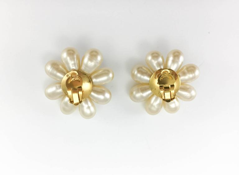 1970's Chanel Gripoix Pearl Flower Earrings 9