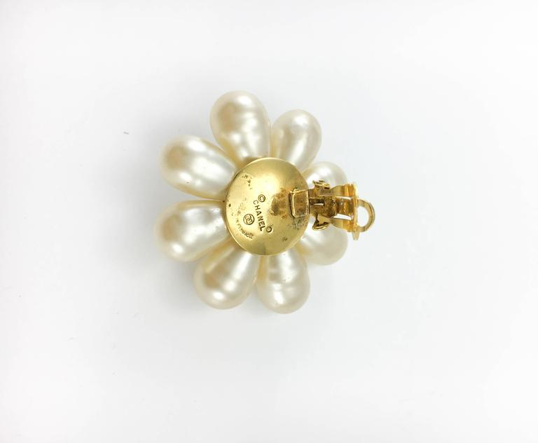 1970's Chanel Gripoix Pearl Flower Earrings 10