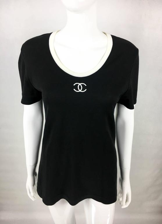 1990s Chanel Black Cotton Jersey T-Shirt With White Logo In Excellent Condition For Sale In London, GB