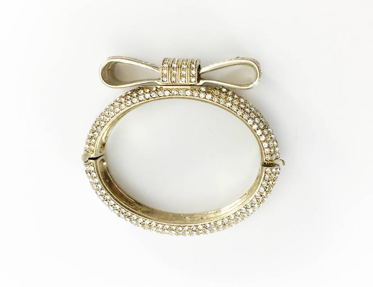 1980s Valentino  Gilt Diamanté Bow Bracelet For Sale 4