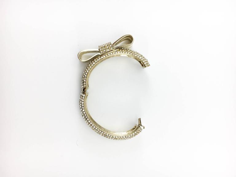 1980s Valentino  Gilt Diamanté Bow Bracelet For Sale 5