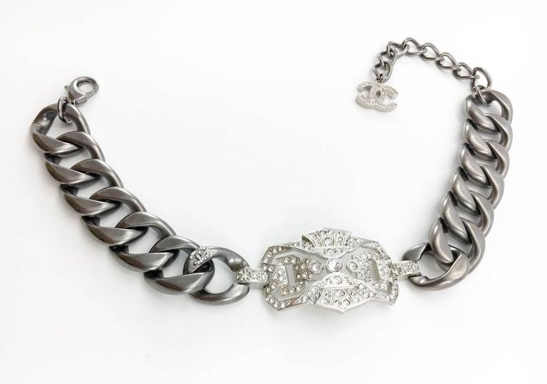 Women's Chanel Runway Look Diamanté Embellished Gunmetal Coloured Chunky Chain Choker For Sale