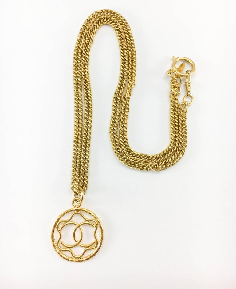 1980s Chanel Gilt Logo Medallion Pendant Long Chain Necklace In Excellent Condition For Sale In London, Chelsea