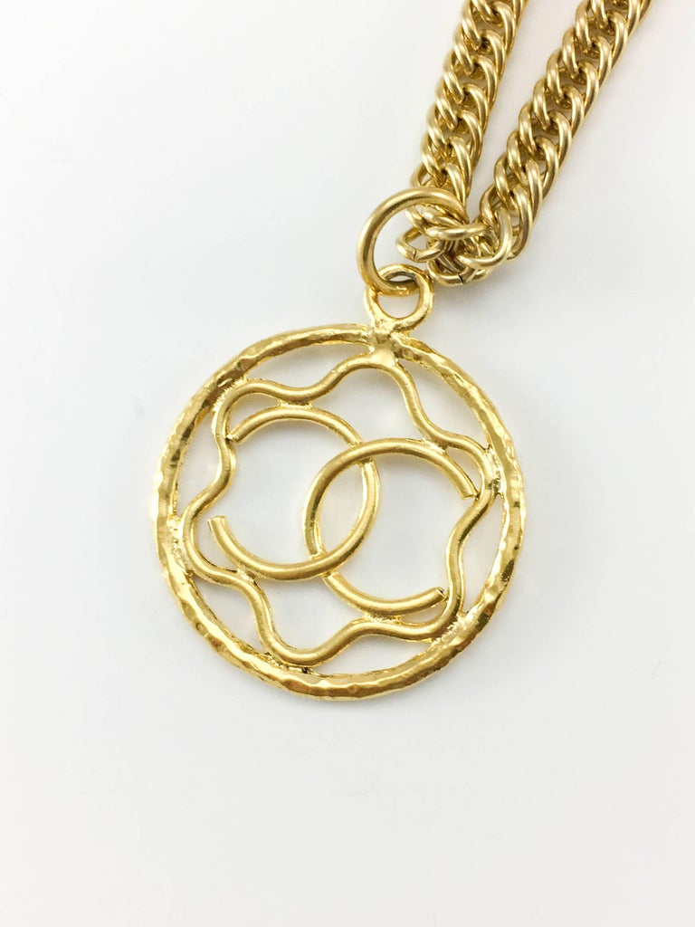 1980s Chanel Gilt Logo Medallion Pendant Long Chain Necklace For Sale 3