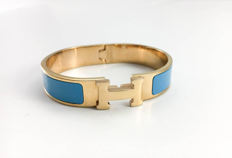 Hermes Clic Clac H Blue and Rose Gold-Plated Bracelet. This very chic and elegant bracelet by Hermes features rose gold-plated hardware and blue enamel. The clic clac clasp is in the shape of the Hermes iconic 'H'. Understated and yet striking, this