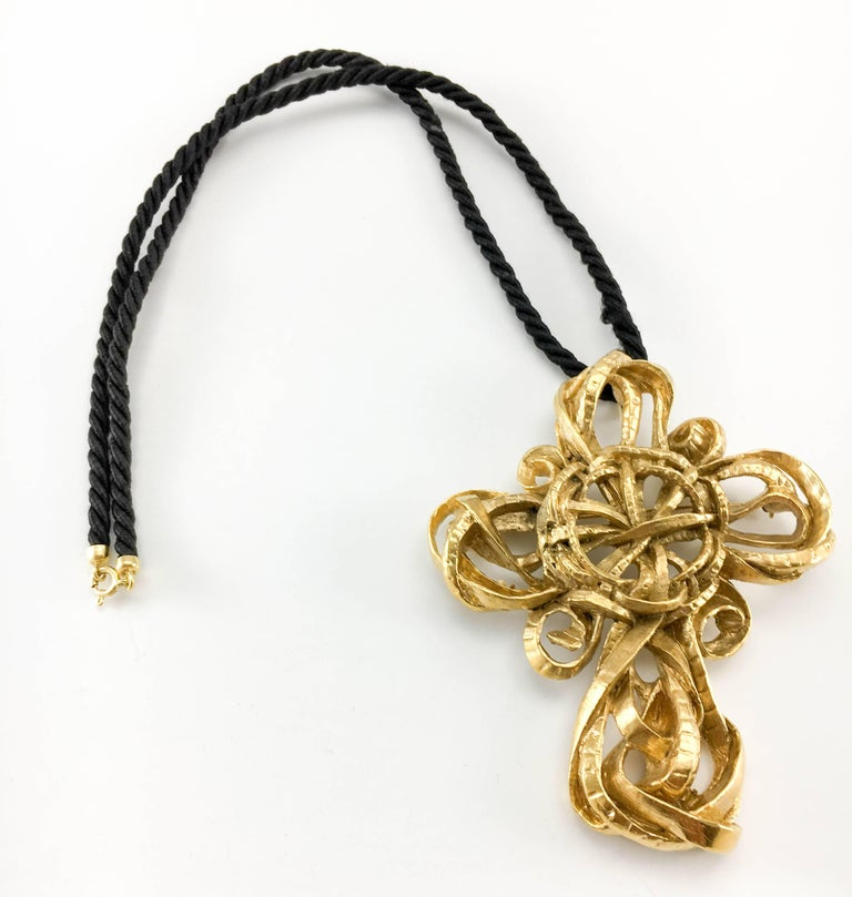 Vintage Lacroix Gold-Plated Cross Pendant / Brooch. This very stylish piece by Christian Lacroix dates back from the 1980's. Made in gold-plated metal, the design is elaborate and flamboyant, along the lines of Lacroix's aesthetics. Versatile, it