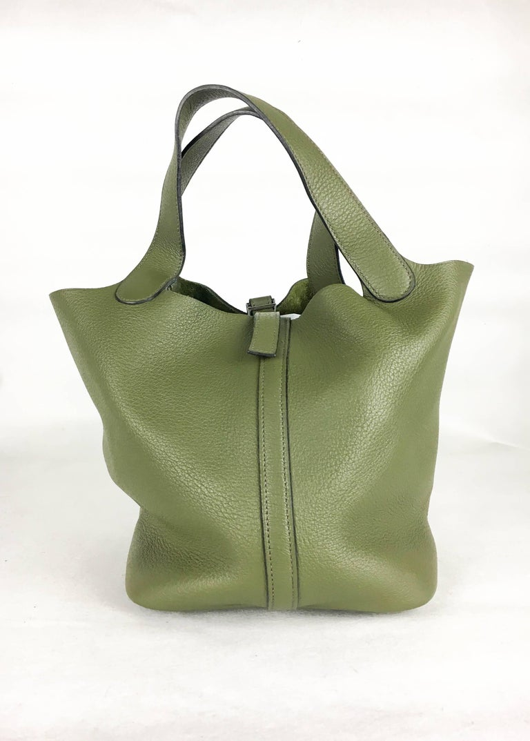 2007 Hermes Picotin 22 Handbag in Olive Green Clemence Leather In Excellent Condition For Sale In London, Chelsea