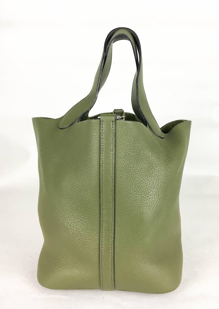 Women's 2007 Hermes Picotin 22 Handbag in Olive Green Clemence Leather For Sale