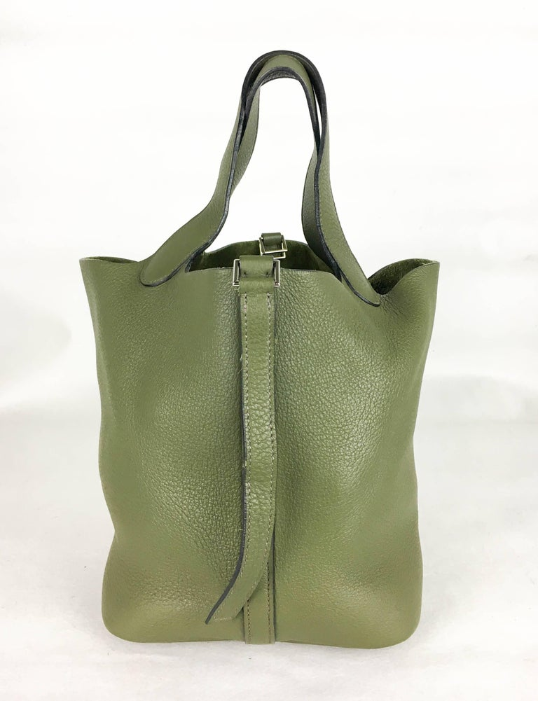 2007 Hermes Picotin 22 Handbag in Olive Green Clemence Leather For Sale 1