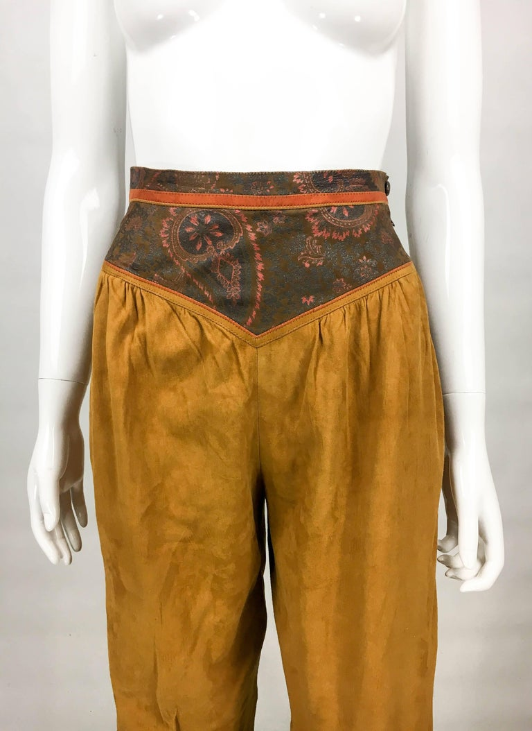 Roberto Cavalli Tan Suede Cropped Pants, 1980s  In Excellent Condition For Sale In London, Chelsea