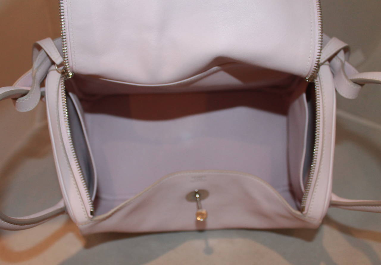 Hermes Rose Dragee 30cm Lindy Veau Swift Handbag - circa 2007 In Excellent Condition For Sale In Palm Beach, FL