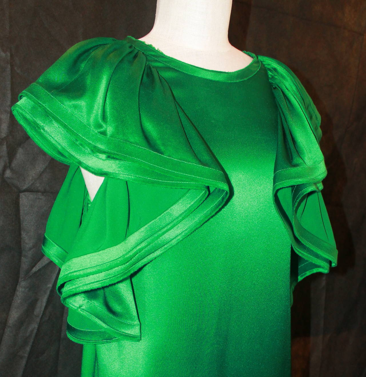 Lanvin Emerald Green Large Ruffle Sleeve Dress - 38. This dress is in excellent condition. 