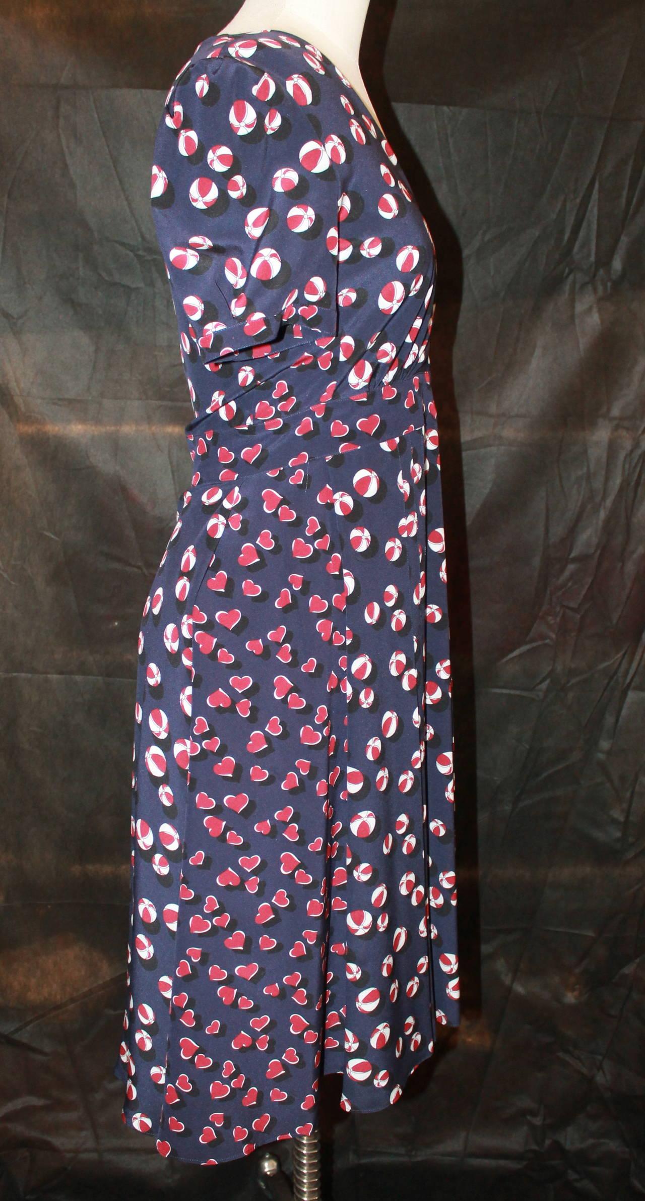 c7ba47ad5ad Gucci Navy Silk Beach Ball & Hearts Print Sleeve Dress - 40. This dress is