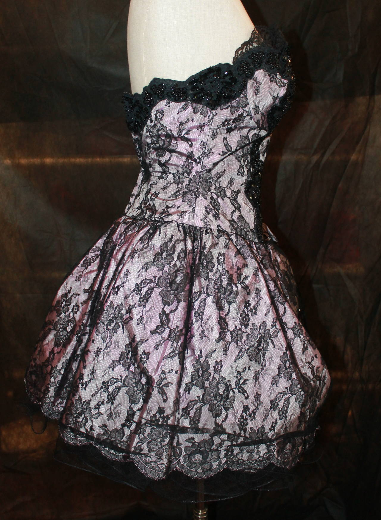 Women's Vicky Tiel 1980s Couture Pale Pink & Black Lace Bodice Dress For Sale