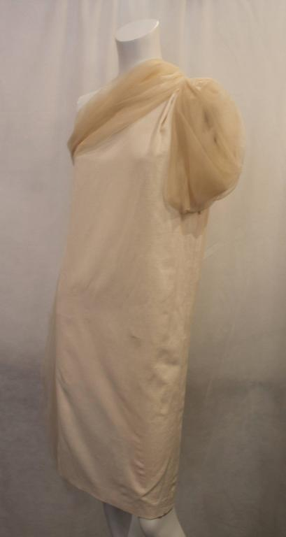 Bottega Veneta Cream Linen One Shoulder Dress with Silk Detail - 40. This elegant dress is an ivory color with a sheer cream-colored shoulder strap and sash. This dress is in excellent condition and is an elegant, unique dress for summer.