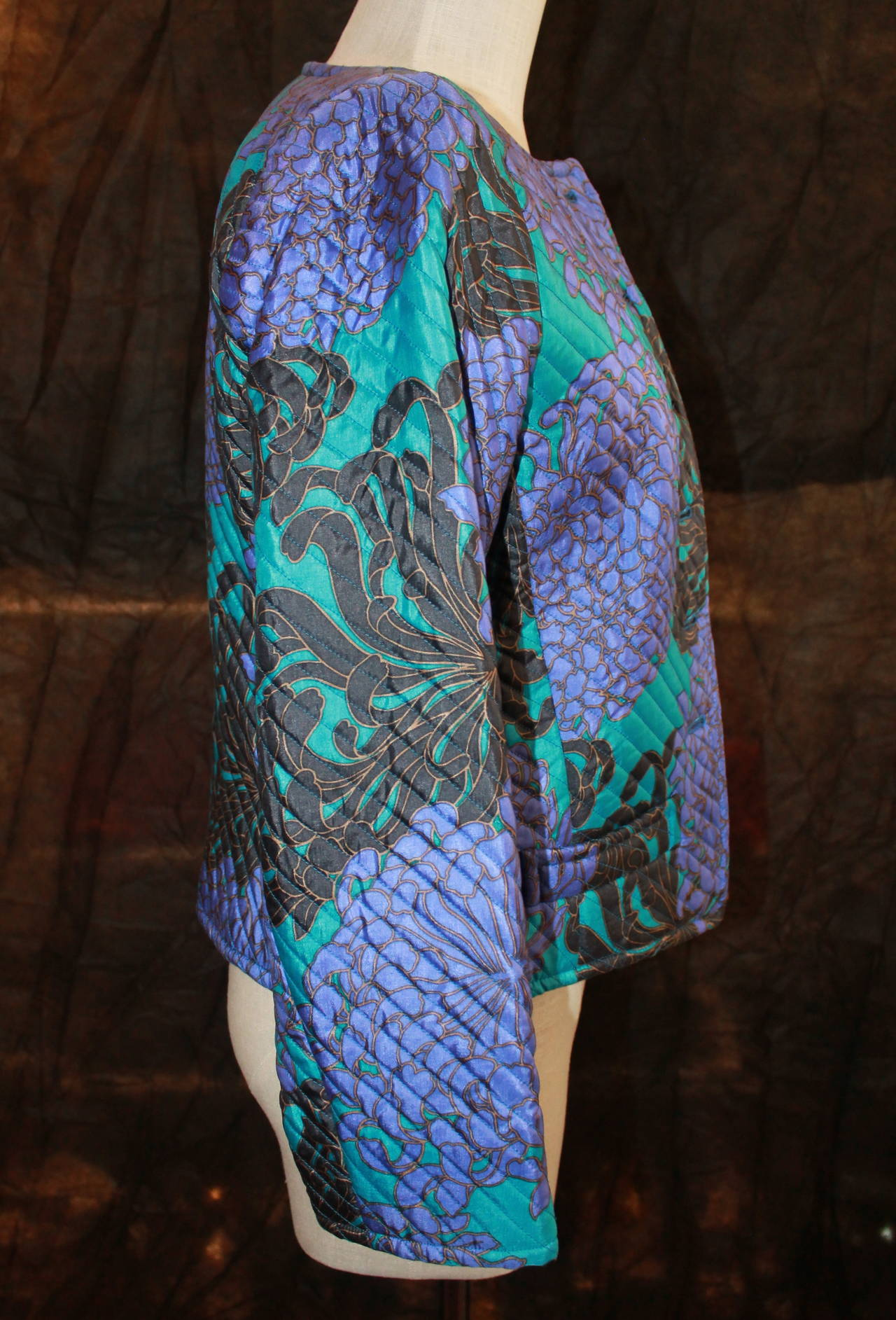 YSL 1960's Blue & Violet Floral Print Quilted Jacket - vintage size 42 In Excellent Condition For Sale In Palm Beach, FL