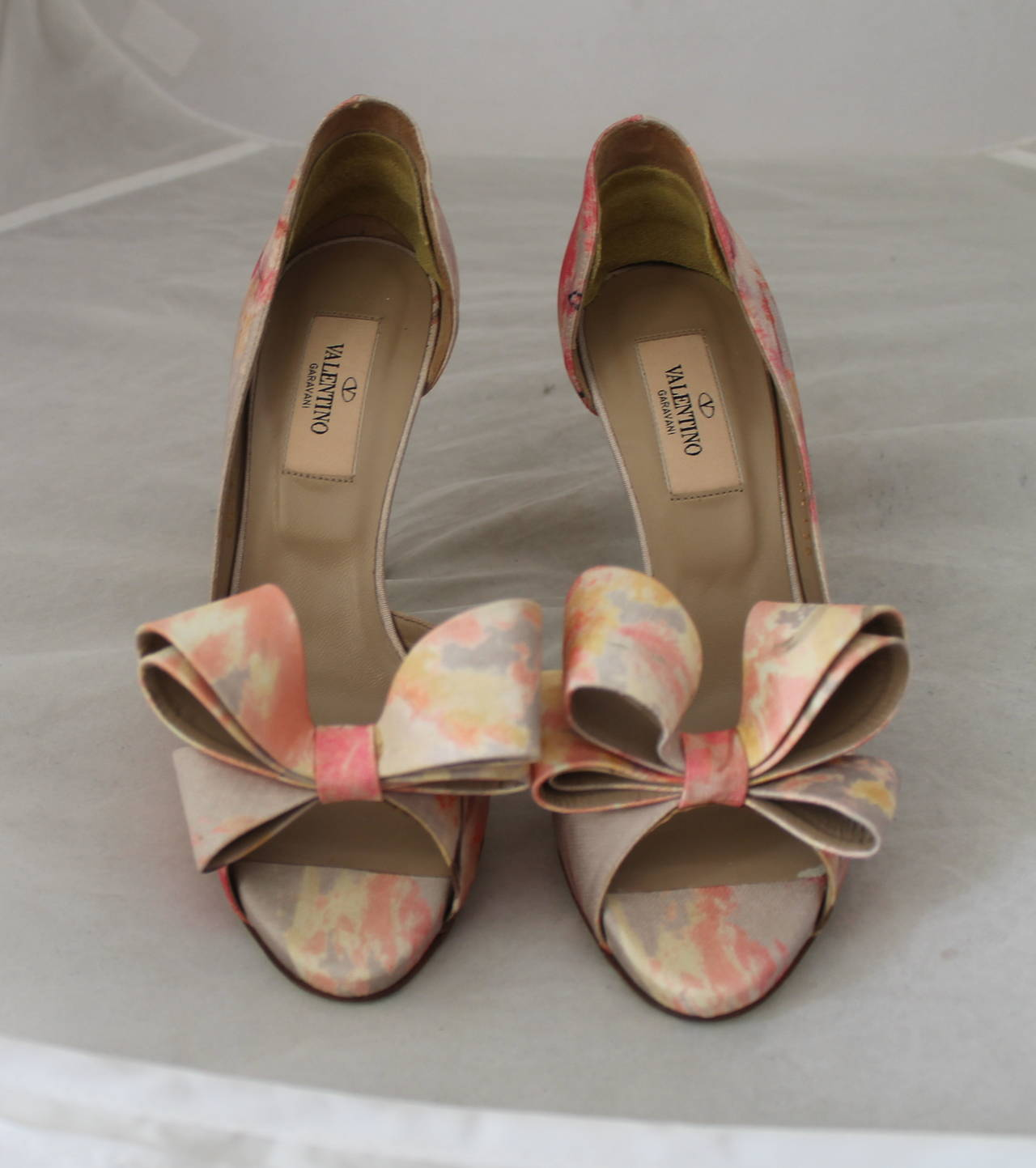 Valentino Tan & Pastel Pink Printed Bow Heels - 36. These shoes are in excellent condition with minor wear on the bottom.