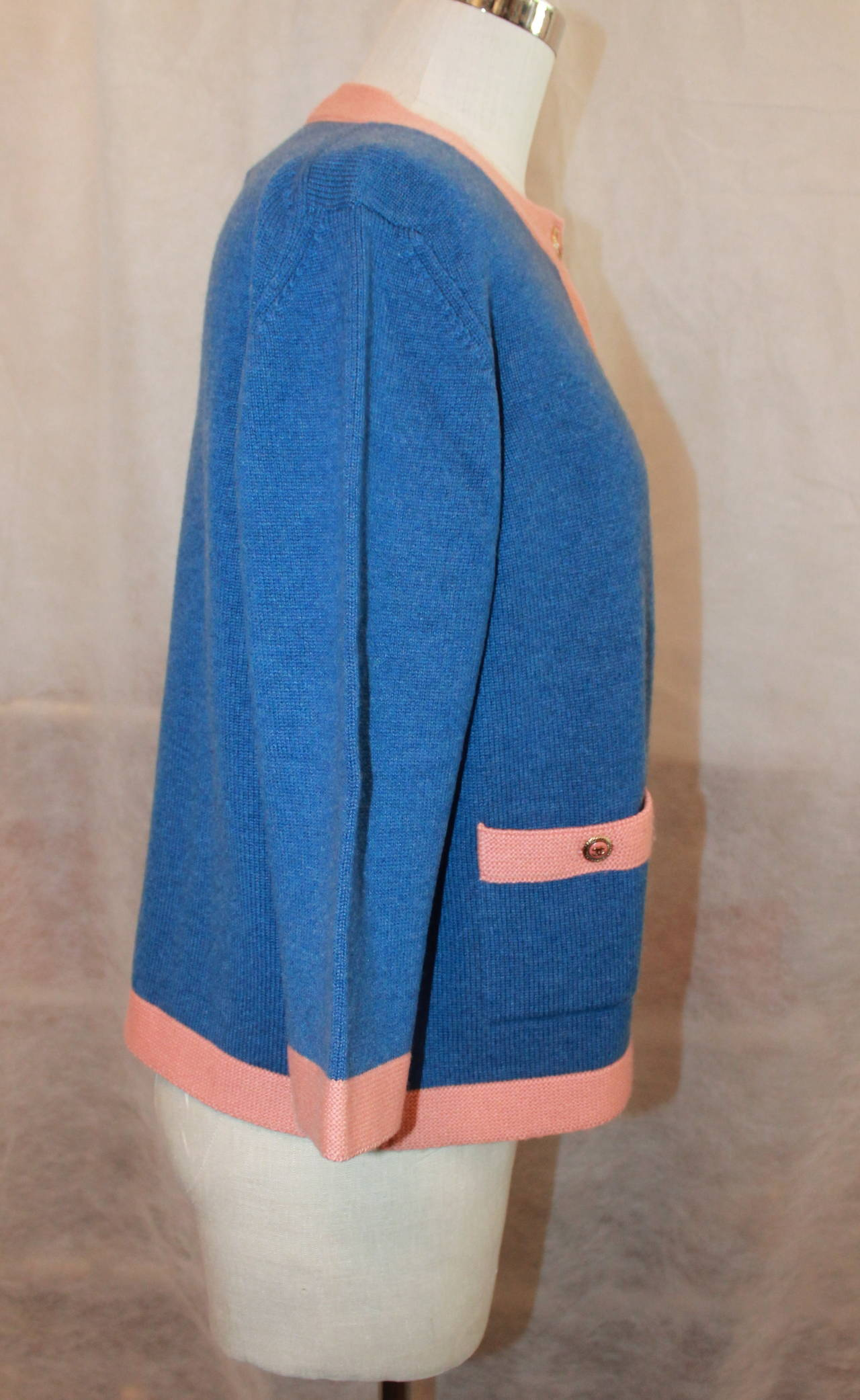 Women's Chanel 2007 Blue & Peach Cashmere Sweater - 46 For Sale