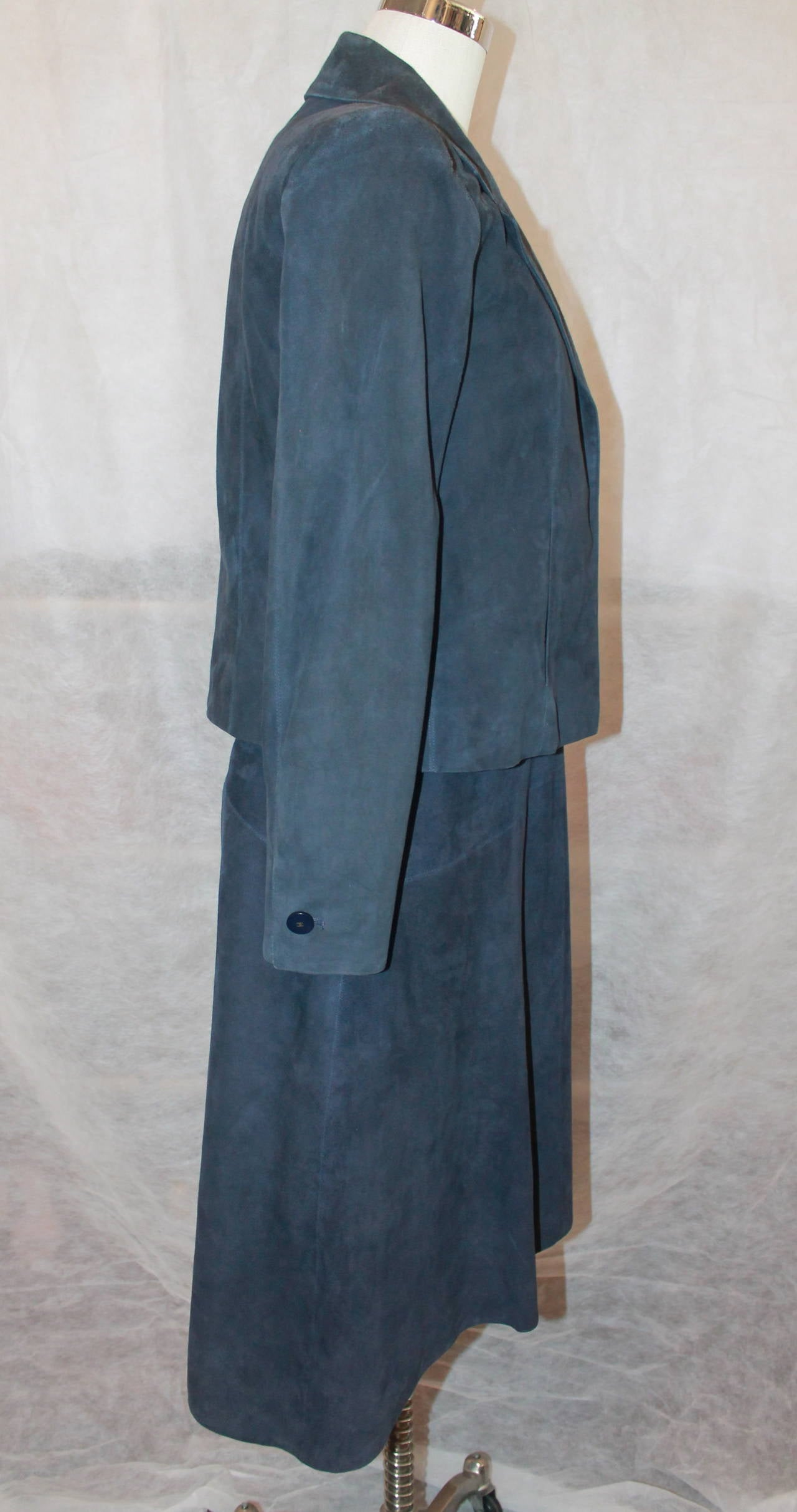 2002 Chanel Navy Suede Two Piece Dress and Jacket - 38 In Good Condition For Sale In Palm Beach, FL