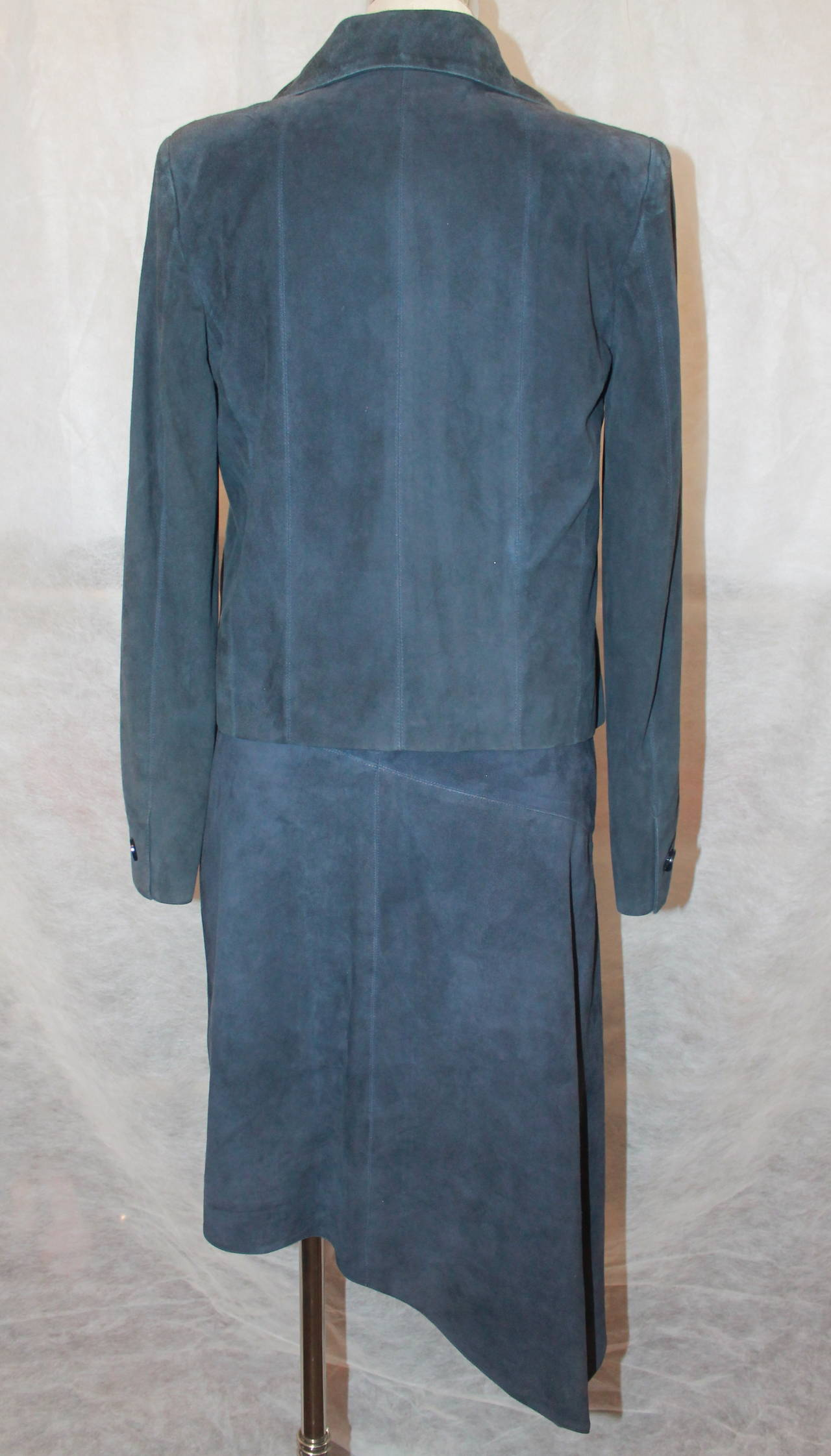 Women's 2002 Chanel Navy Suede Two Piece Dress and Jacket - 38 For Sale