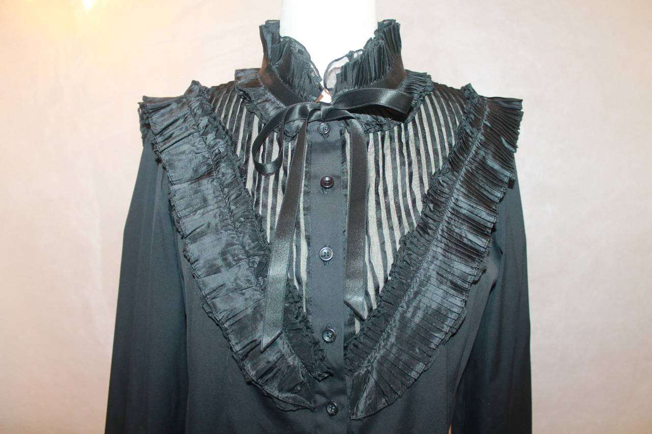 Oscar de la Renta Black Peasant Style Top with Pleating - M In Good Condition For Sale In Palm Beach, FL