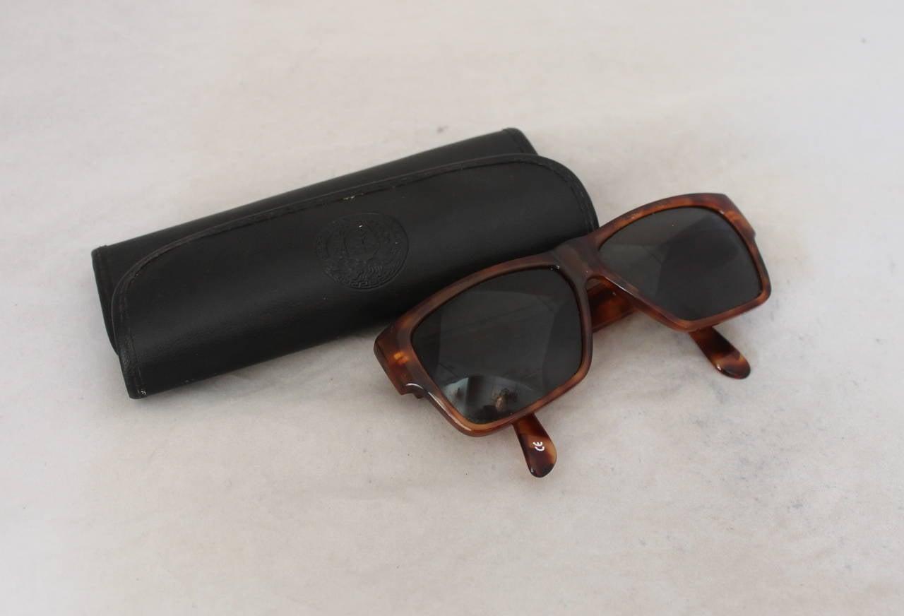 Versace 1990's Vintage Tortoise & Gold Emblem Sunglasses 8