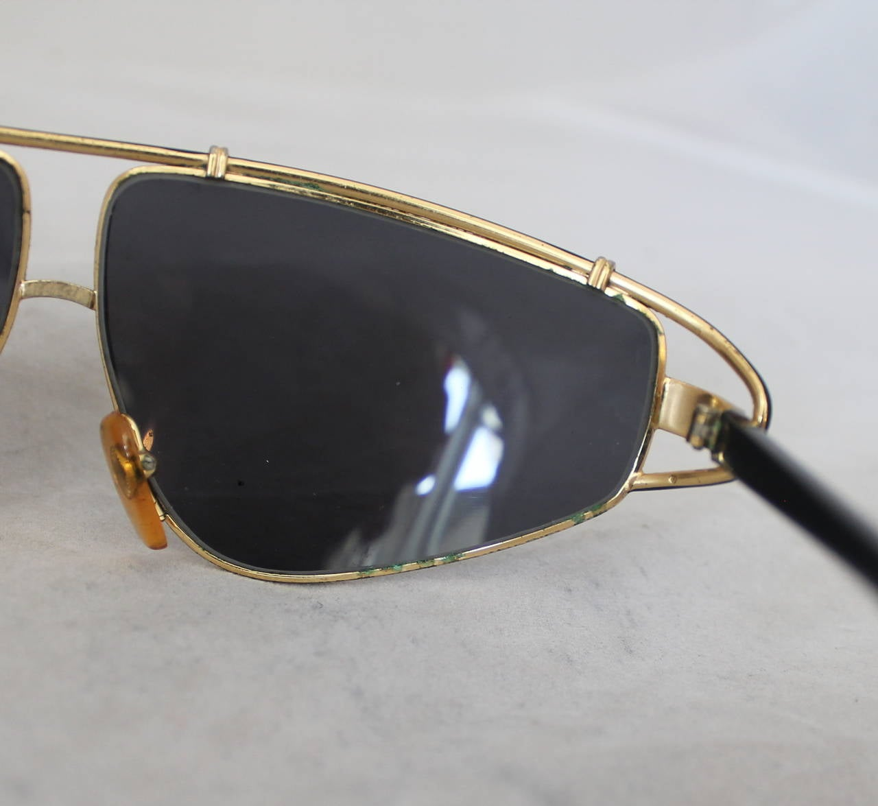 Women's Versace 1980's Vintage Black & Gold Geometric Aviator Sunglasses For Sale