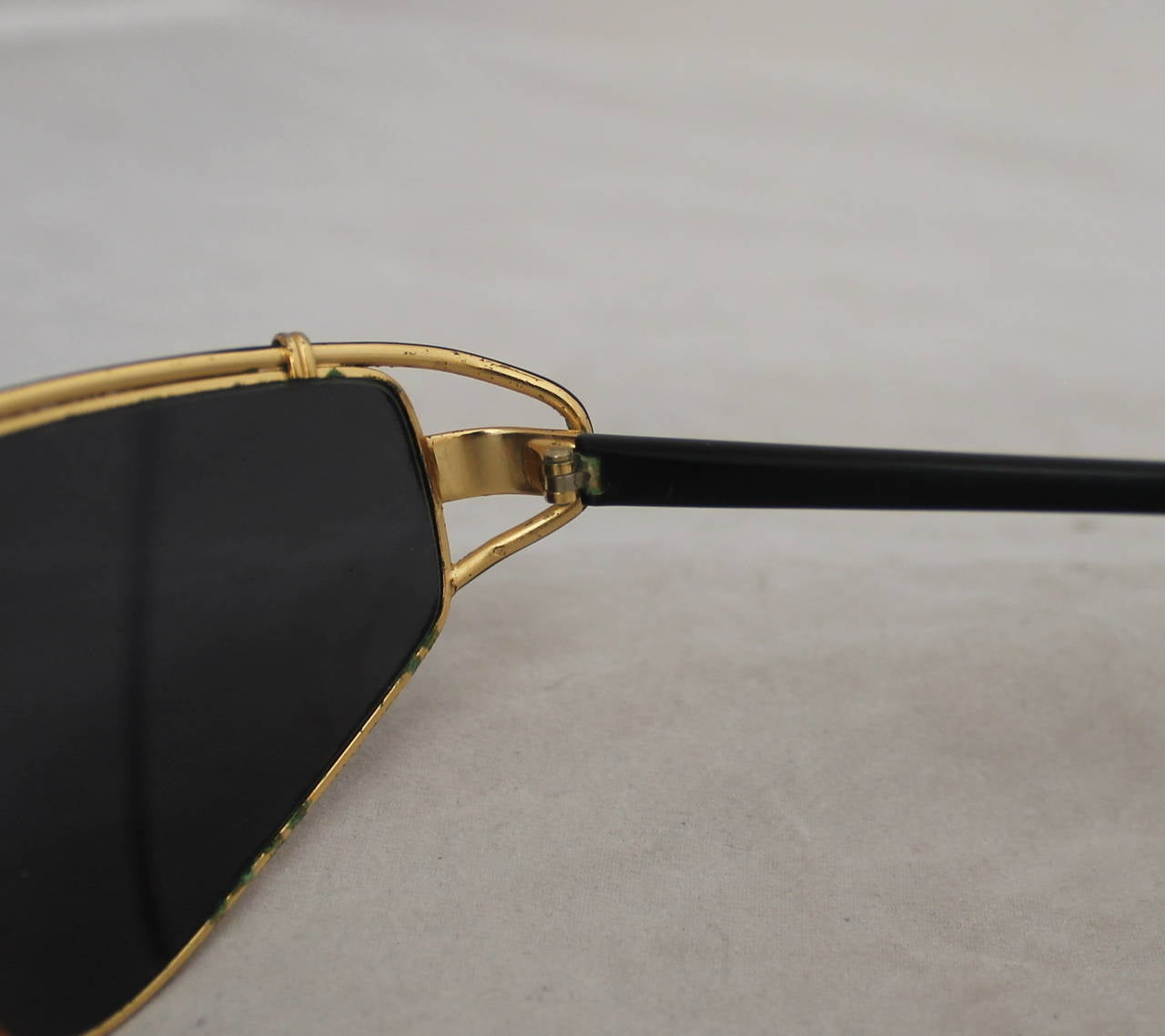 Versace 1980's Vintage Black & Gold Geometric Aviator Sunglasses For Sale 1
