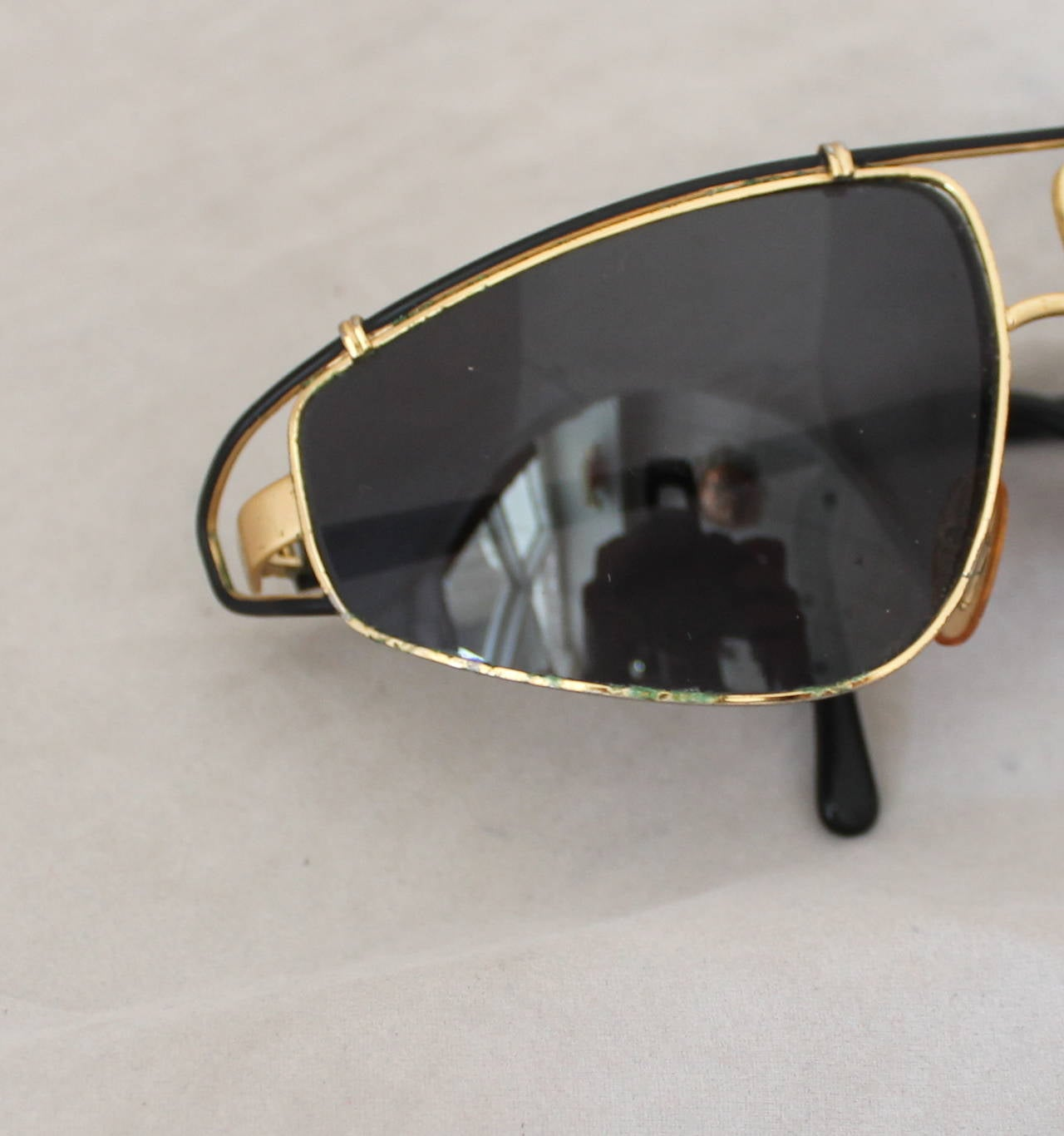 Versace 1980's Vintage Black & Gold Geometric Aviator Sunglasses 7