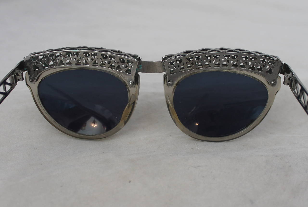 Jean Paul Gaultier 1980's Vintage Eiffel Tower Sunglasses In Good Condition For Sale In Palm Beach, FL