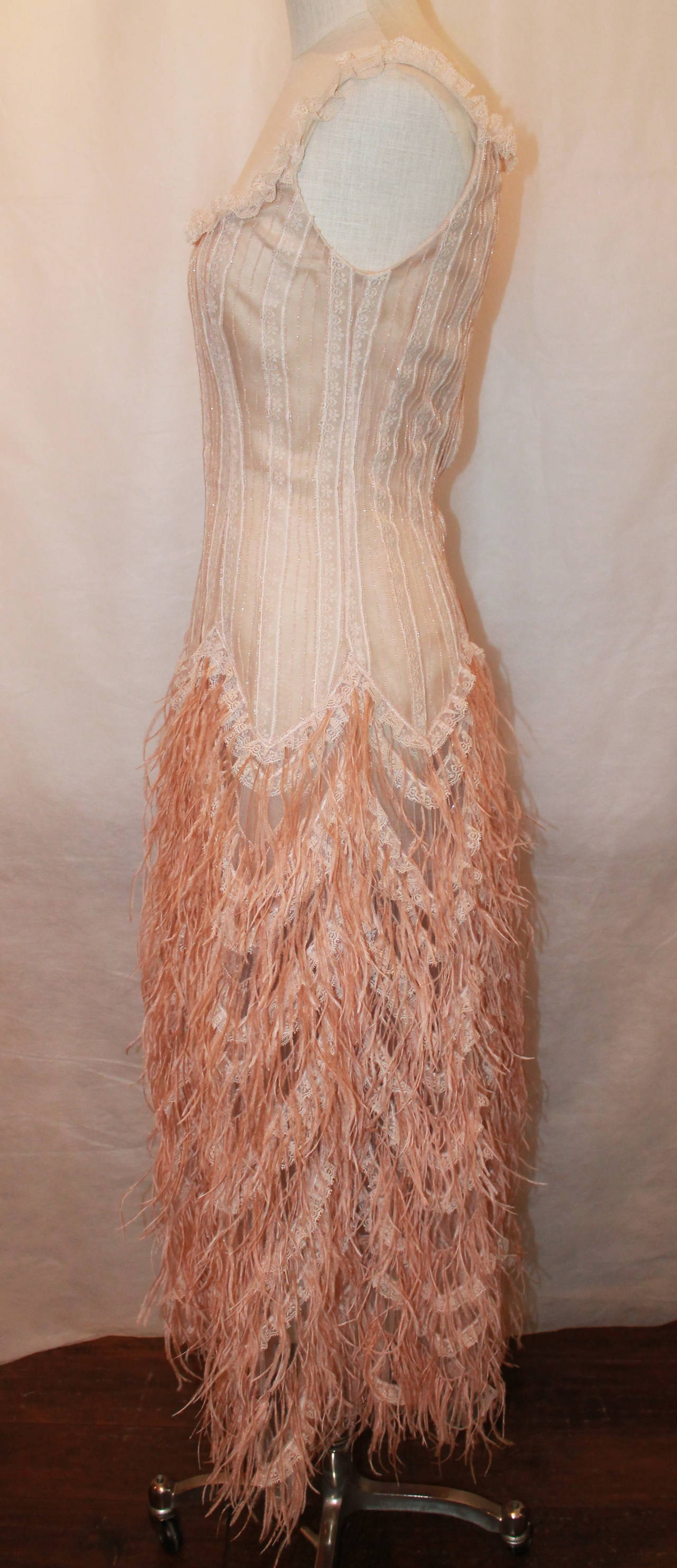 Oscar de la Renta Blush Lace Beaded Gown with Ostrich Feathers & Shawl - M In Good Condition For Sale In Palm Beach, FL