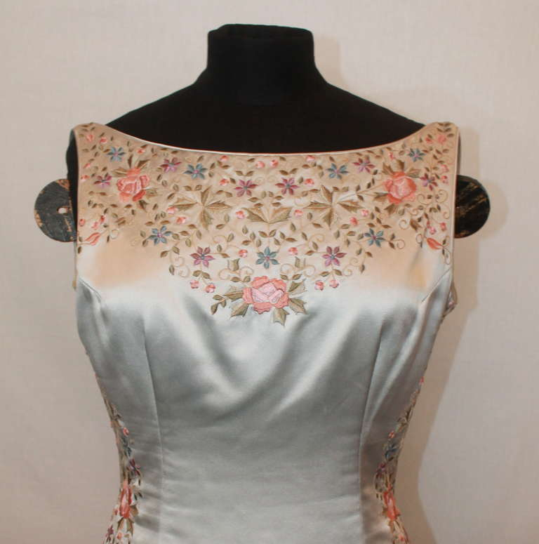 Women's Unknown Grey Silk Flower Embroidered Gown - 6 For Sale