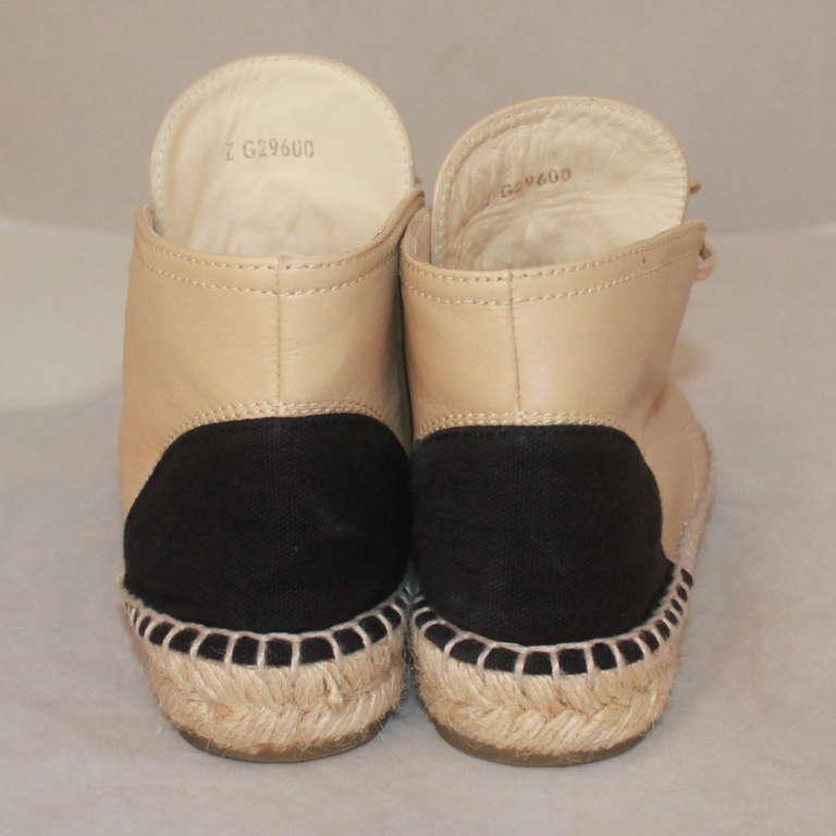 Women's Chanel Beige & Black Leather Sneaker Espadrille - 6 For Sale
