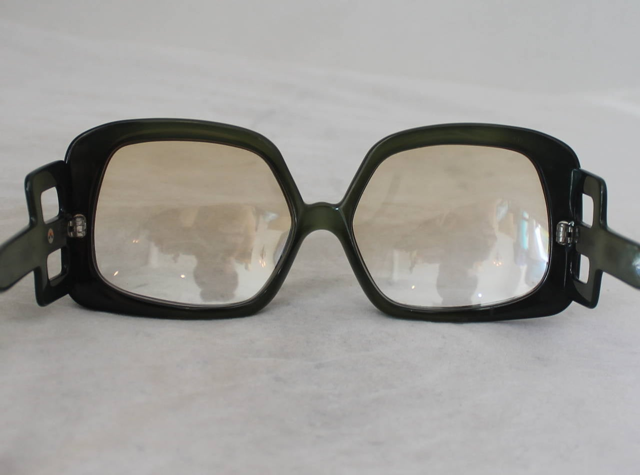 Christian Dior 1970's Vintage Olive Square Sunglasses In Excellent Condition For Sale In Palm Beach, FL