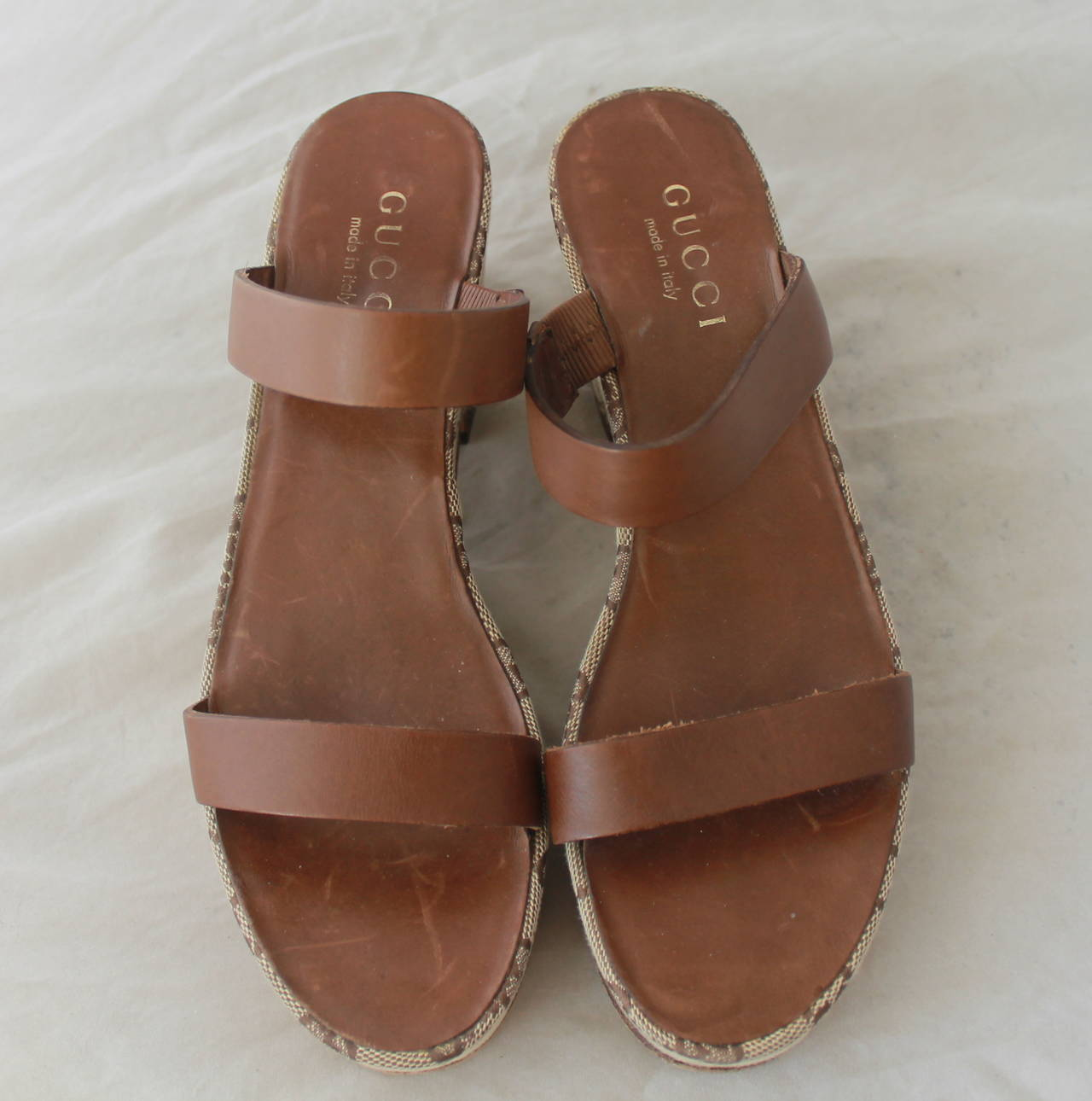 Gucci Brown Monogram Wedge Sandal - 6 In Good Condition For Sale In Palm Beach, FL