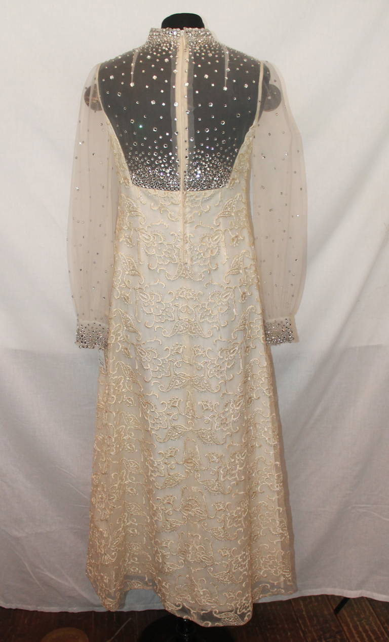 Unknown Vinatge Ivory Gown Circa 1970s - M 3