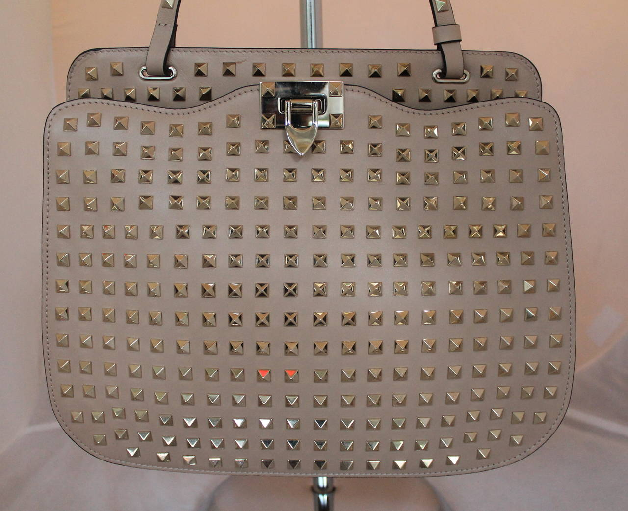 Valentino Beige Leather Rockstud Single Strap Shoulder Bag This Is In Excellent Condition With