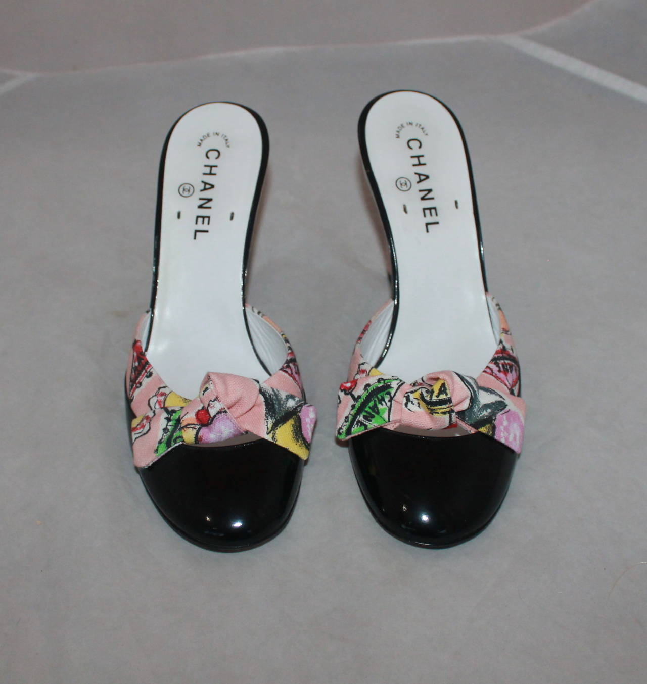 Chanel Fabric Beach Print & Black Patent Heel with Bow - 40 In Excellent Condition For Sale In Palm Beach, FL