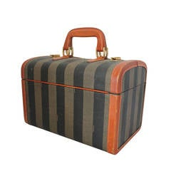 Vintage luggage and travel bags For Sale in Palm Beach - 1stdibs
